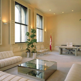 PRIME MINISTER'S OFFICE LANGEVIN BLOCK, OTTAWA, CANADA 1980. INTERIOR DESIGN ARTHUR ERIKSON ARCHITECTS, FURNITURE MANUFACTURED BY NIENKAMPER