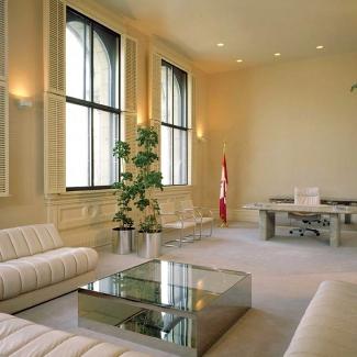 PRIME MINISTER'S OFFICE LANGEVIN BLOCK, OTTAWA, CANADA 1980. INTERIOR DESIGN ARTHUR ERIKSON ARCHITECTS, FURNITURE MANUFACTURED BY NIENKAMPER