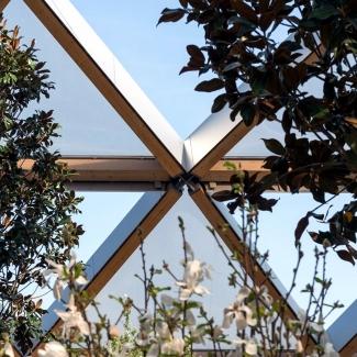 Structure de treillis de bois et détail ETFE