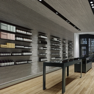 Feature wall and ceiling at Aesop flagship Project Architects: superkül, Toronto