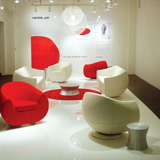 KARIM RASHID, KLOUD COLLECTION. NEOCON WEST TRADE SHOW, LOS ANGELES. 2007. FURNITURE MANUFACTURED BY NIENKAMPER.