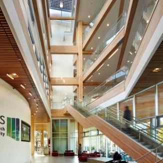 L'atrium est un espace éducatif dans lequel toutes les stratégies de durabilité visibles du CIRS sont affichées