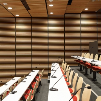 Intérieur de la salle de conférence
