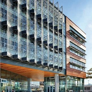 Centre pour la recherche interactive sur la durabilité / Perkins+Will Canada Architects Co.
